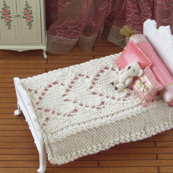 Be Mine knitted hearts bedspread for 1:6 scale dolls   Blythe Today