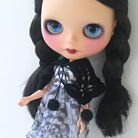 Knitting Pattern Dolls Cape : Cobweb Cape free knitting pattern for Blythe   Blythe Today